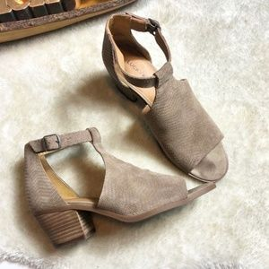 Lucky Brand | LP Baxley Suede Heel Sandal